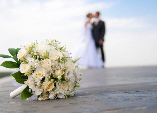 Отдать цветы – разбить мечты: Какой силой обладает свадебный букет?