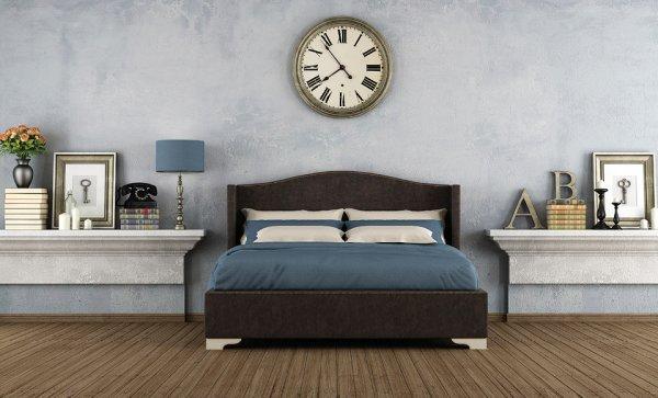 Временные трудности: Как часы над кроватью могут испортить ауру