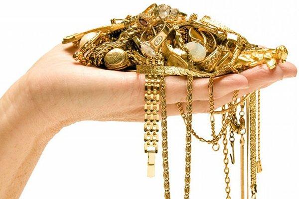 Запрет на золото: Почему Водолеям и Рыбам нельзя носить золотые украшения