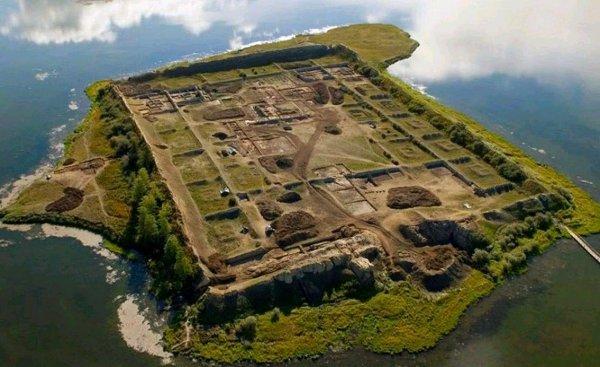 Древнеуйгурская крепость Пор-Бажын оказалась монастырем